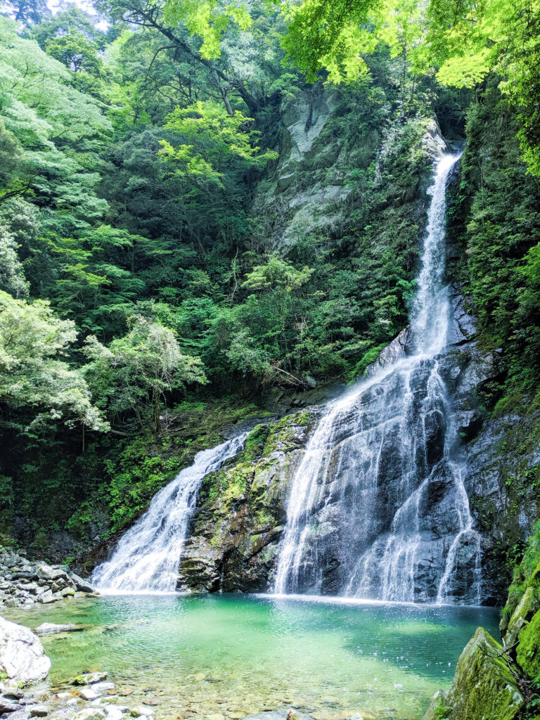 安居渓谷仁淀川水晶淵の近くにある飛龍の滝