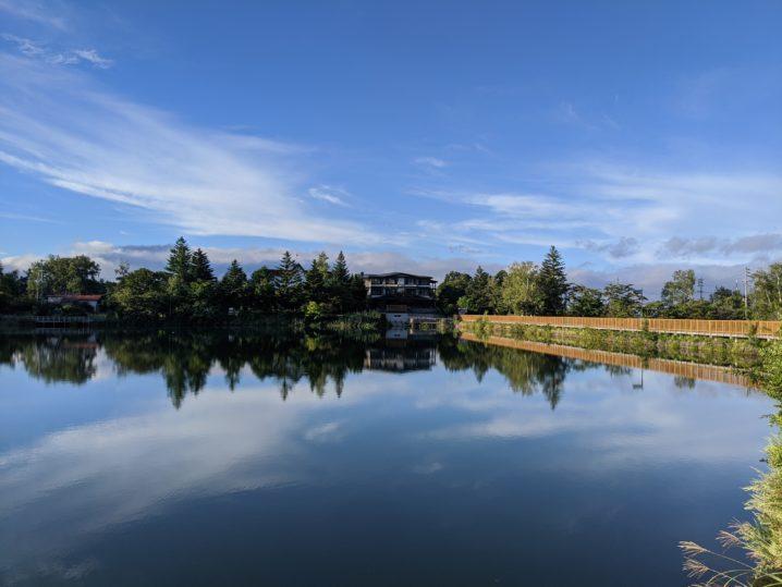 美しくリフレクションする蓼科湖