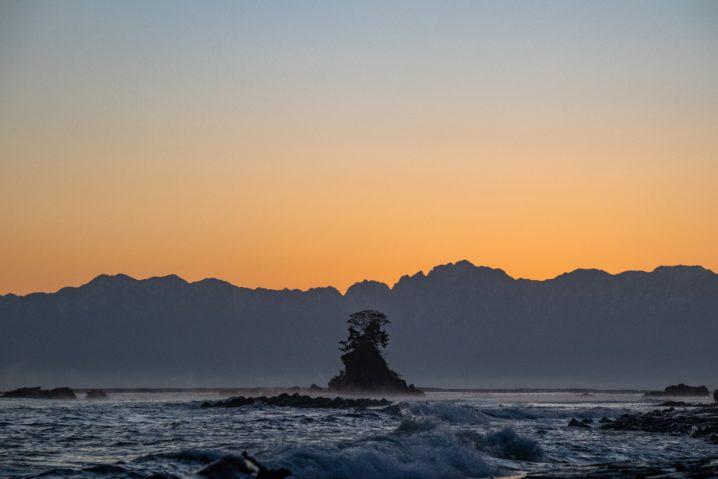 雨晴海岸からの北アルプス夜明け前