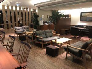 宮島のホテル「宮島別荘」きれいでモダンなロビー