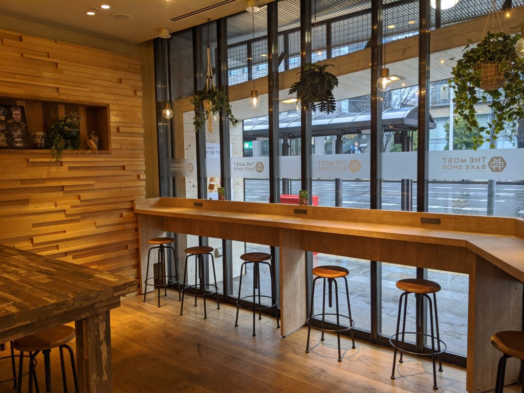 仙台でノマドワーク/ワーケーションにおすすめのカフェ(THE MOST BAKE SHOP)の電源席