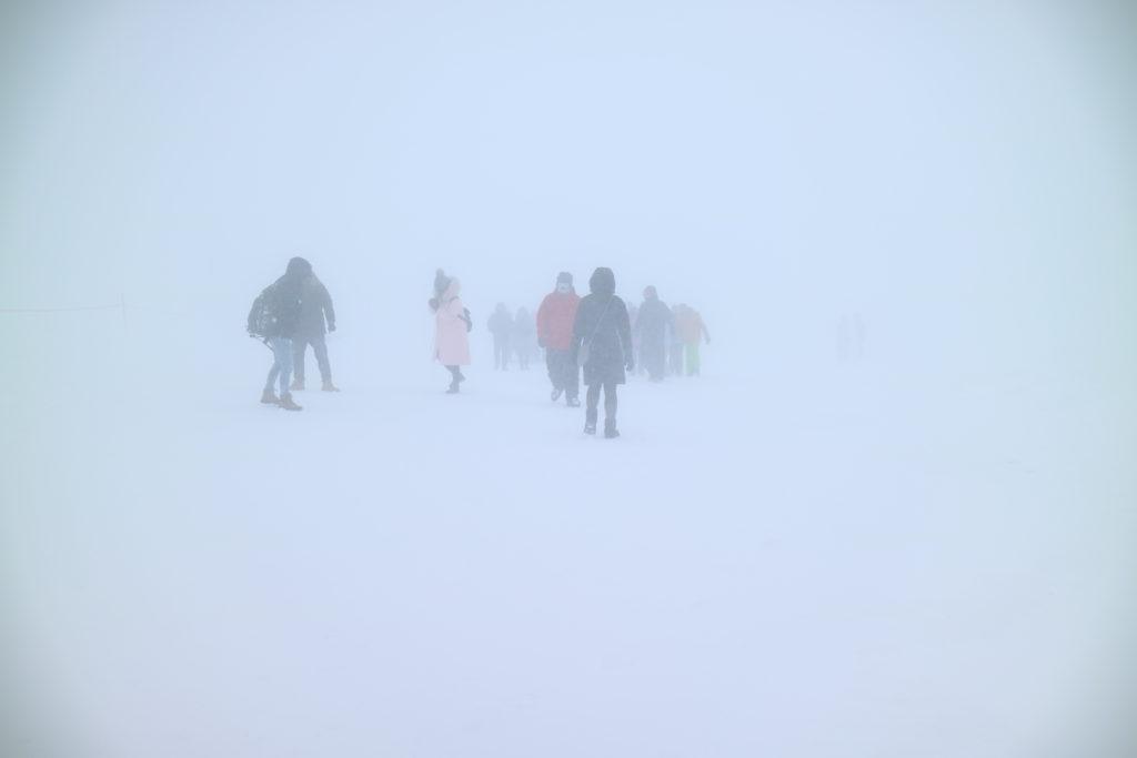 山形の蔵王の樹氷天気が悪くて吹雪の写真