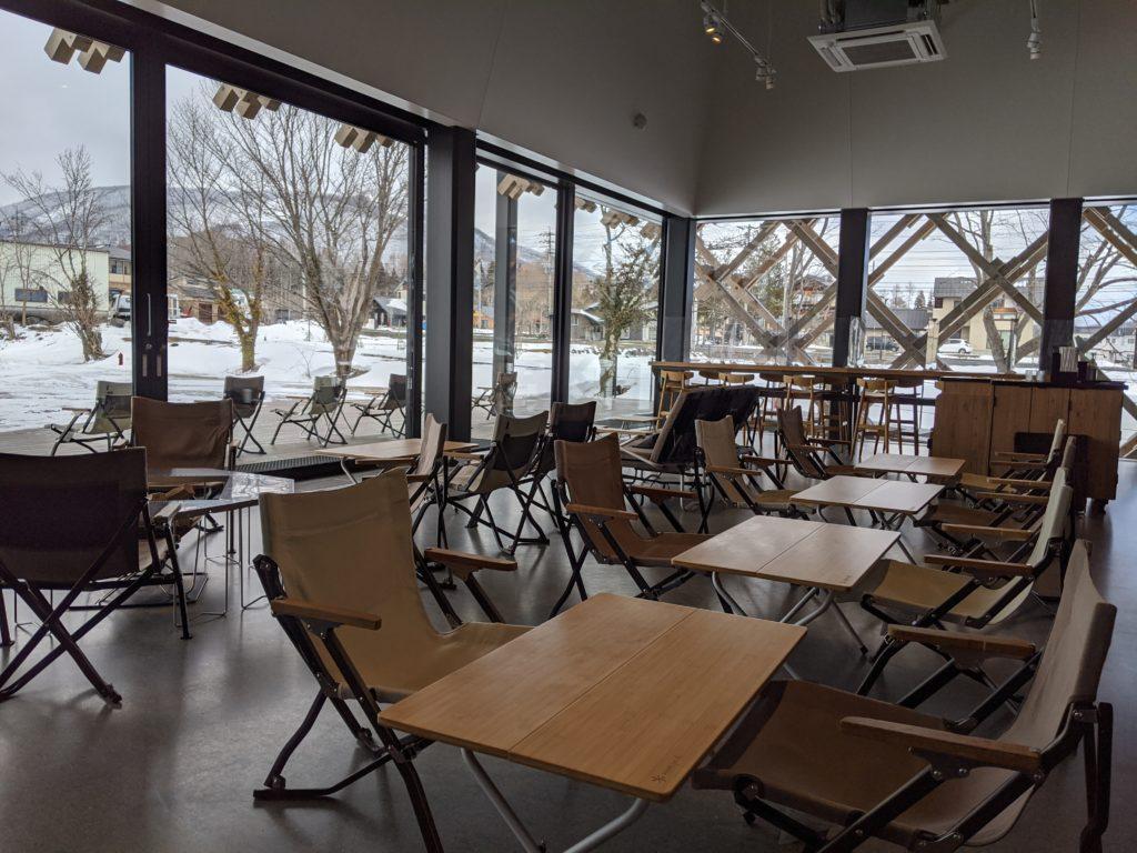 白馬でのノマド・ワーケーションにおすすめのカフェ(スノーピーク スターバックス/STARBUCKS)店内