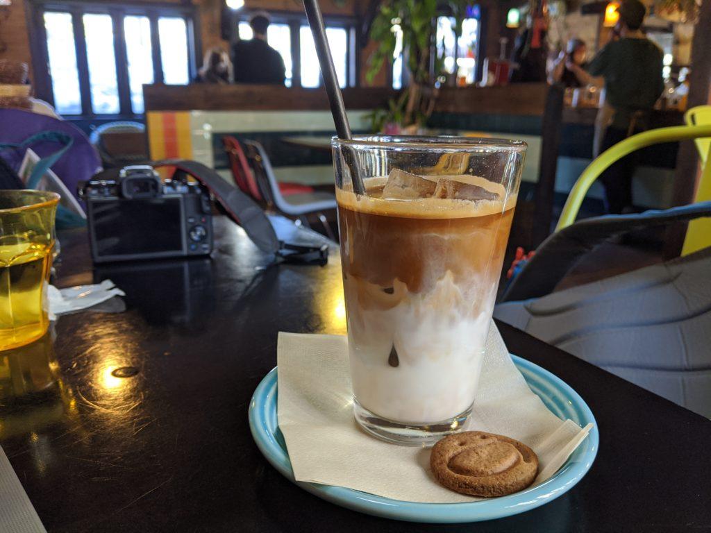 白馬でのノマド・ワーケーションにおすすめのカフェ(sounds like cafe)のカフェオレ