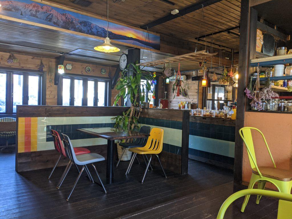 白馬でのノマド・ワーケーションにおすすめのカフェ(sounds like cafe)の店内