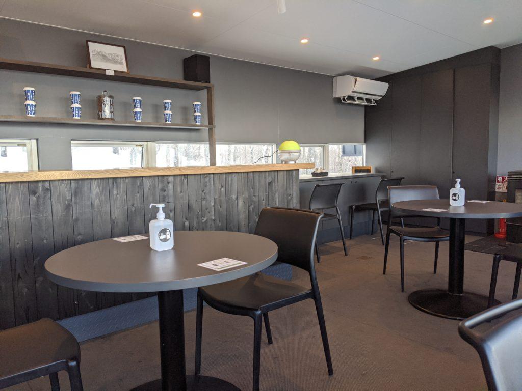 白馬でのノマド・ワーケーションにおすすめのカフェ(岩岳マウンテンハーバー)THE CITY BAKERY店内写真
