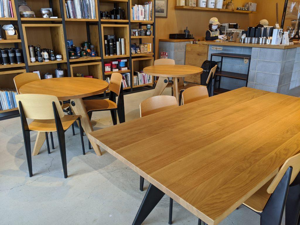 白馬でのノマド・ワーケーションにおすすめのカフェ(THE NORTH FACE CAFE)おしゃれな店内