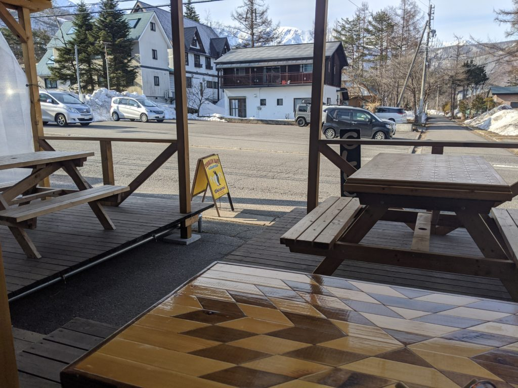 白馬のおすすめおしゃれカフェ「ペンギンコーヒー」のテラス席