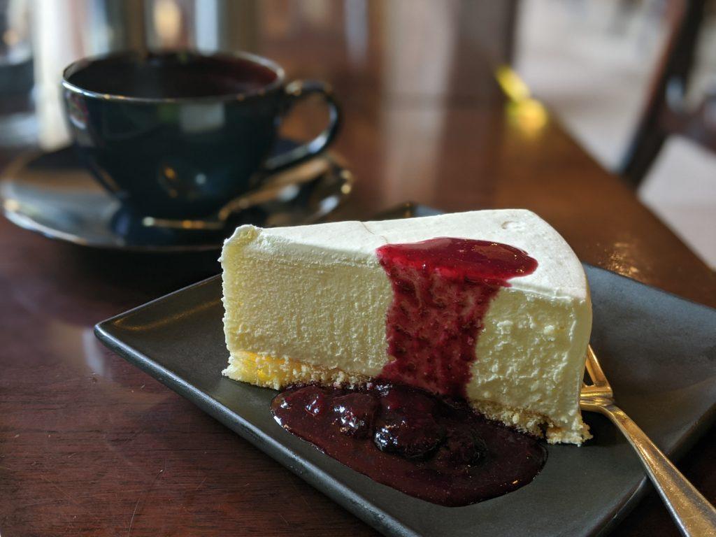 上高地の景色がいいカフェ「五千尺ホテル」のチーズケーキ