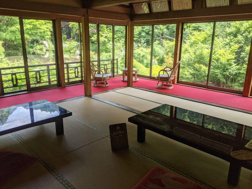 佐賀芸術環境の森「風遊山荘」の室内の様子